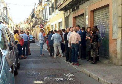 El Ayuntamiento de Sevilla enviará ediles a beber botellines a las casas de hermandades para evitar peligrosos atentados.