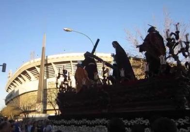 Varias hermandades llevarán este año nazarenos con túnicas de Kappa. Otras seguirán con la cruz al Umbro