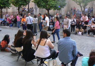 Señoras con sillitas de los chinos se unen a la Policía en Barcelona para cortar el avance de los CDR.