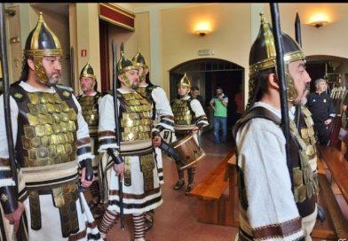 La Guardia Judía de La Milagrosa asalta el consistorio para reivindicar su sitio en el Domingo de Ramos